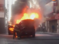 Impactante incendio de una camioneta
