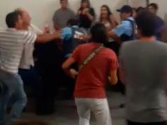 Policias pelea Ministerio de Trabajo