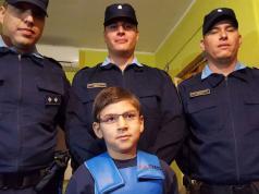 vicenzo y los policias