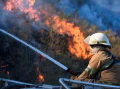 incendio-cosquin-fuego-llamas-viento-bomberos-aviones-hidrantes-sierras-cordoba-evacuados