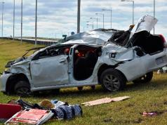 autopista córdoba rosario km 491 muerte tragedia accidente auto guardarrail bomberos voluntarios bell ville