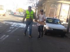 Uno de los detenidos después de la discusión que terminó con dos apuñalados.
