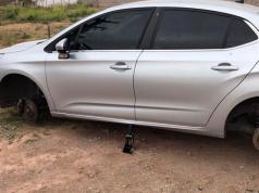 inseguridad-robo-auto-ruedas-barrio-jorge-newbery
