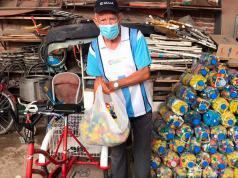 jubilado-ramon-triciclo-tapitas-barrio-nueva-italia