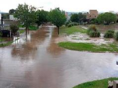 tormenta-viento-lluvia-calles-inundadas-barrio-catalina-cordoba
