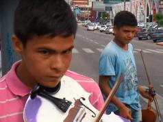 axel-oscar-violinistas-artistas-callejeros-cordoba