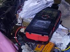 El celular que fue preparado como una bomba casera.
