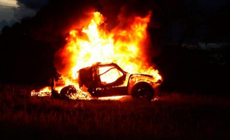 auto incendiado dakar