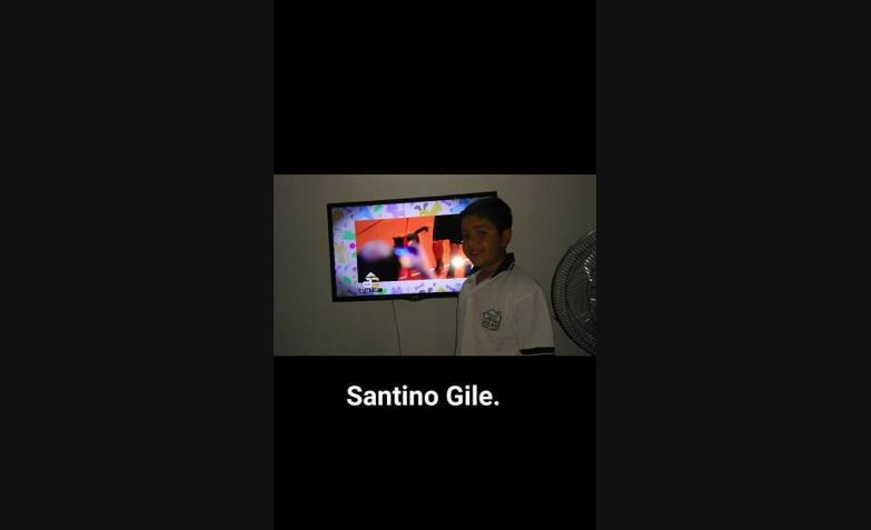 Santiago Gile y foto con la tv prendida.