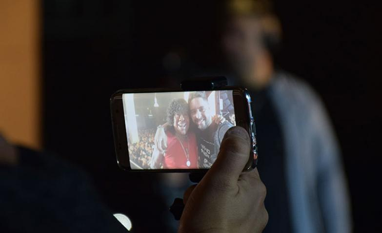 la selfie de Flavio de ElDoce.tv con la Mona