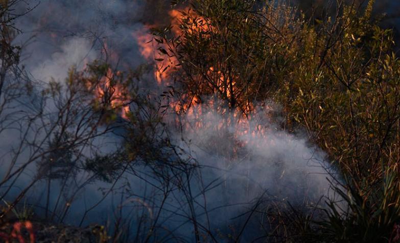 Incendio-Cosquín-Bomberos-Fuego-Autoevacuados-Córdoba-Aviones-hidrantes-Pan-de-Azúcar-Viento-Llamas-Sierras-Chicas-