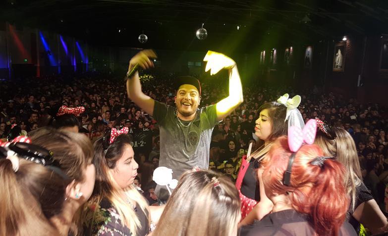 Damián Córdoba hizo bailar a todos en el estadio. Fotos: Flavio Castelló, ElDoce.tv