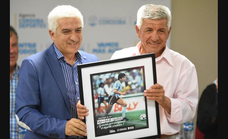 Mario Kempes homenaje estadio cordoba