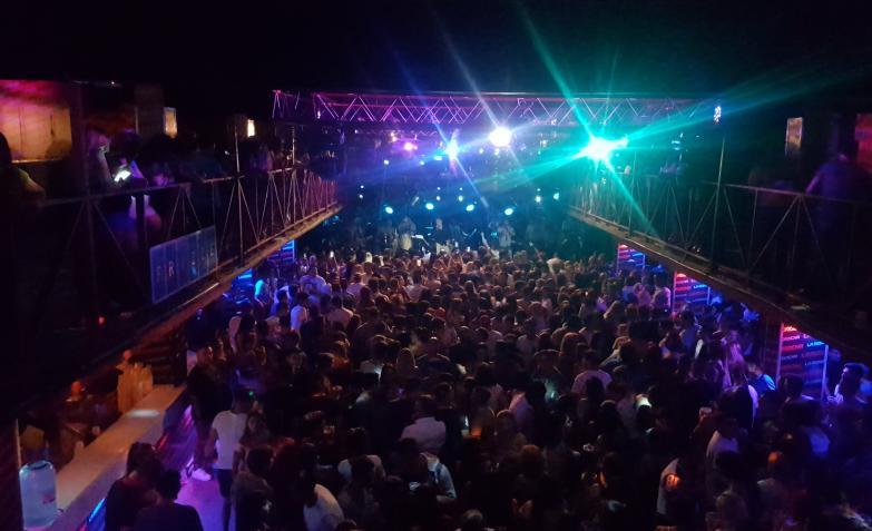 La gente celebra con El Loco el nuevo clásico de los jueves