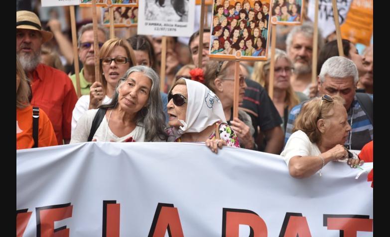 MARCHA-CORDOBA-DIA-DE-LA-MEMORIA-ELDOCE.jpg