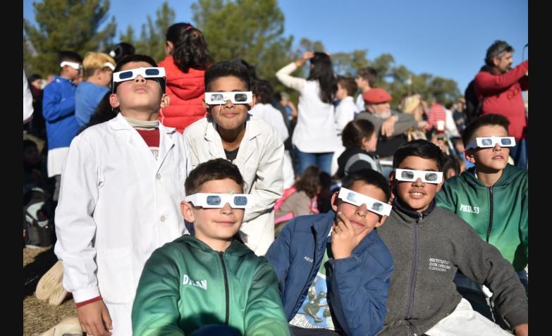 Eclipse-total-de-Sol-La-Población-Martes-2-de-Julio