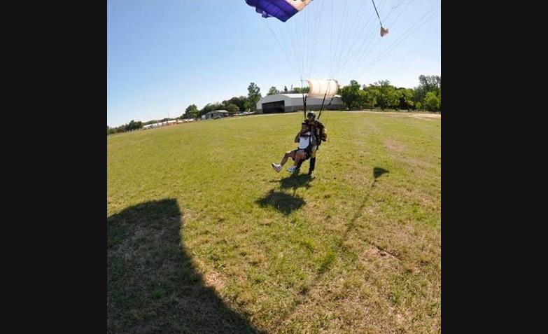 ulises bueno se tiro en paracaidas