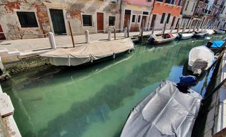 Canales Cristalinos En Venecia