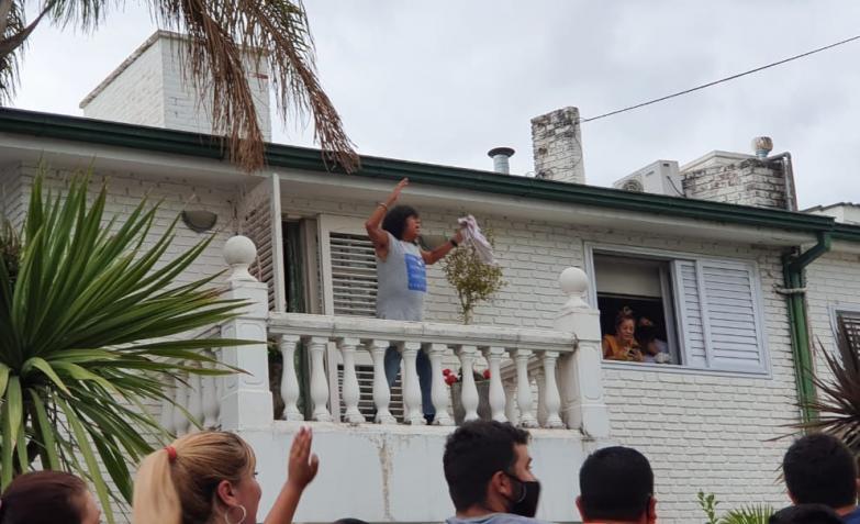la mona jimenez festejo cumpleaños fanaticos casa