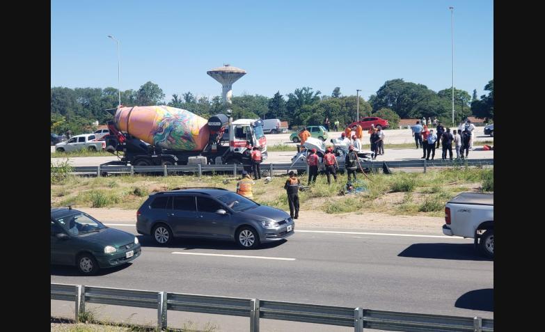 accidente-circunvalacion-camion-aplasto-auto