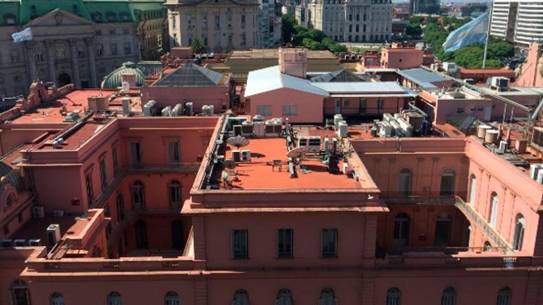 La Otra Rosada Sobre La Terraza De La Casa De Gobierno