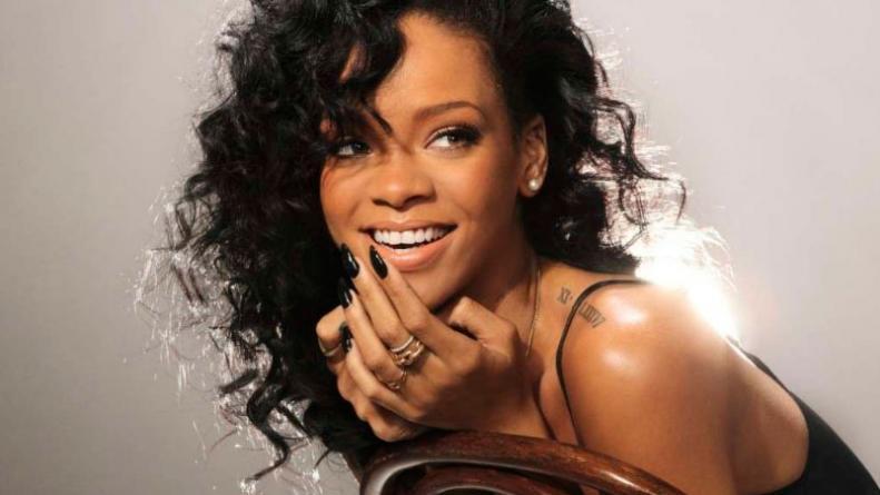 ¡Qué atrevidos! El regalo para Rihanna de su sitio porno
