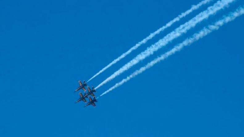 Estados Unidos Un Avión De La Armada Dibujó Un Pene En El Cielo