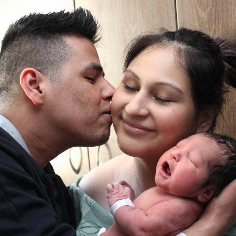 ¡Mujer mata a compañera de trabajo y le roba su bebé!