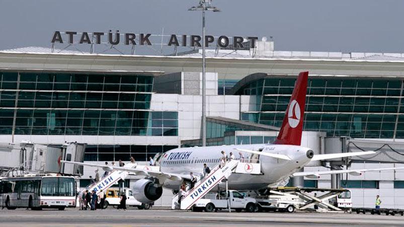 Chocaron dos aviones en medio de un aeropuerto