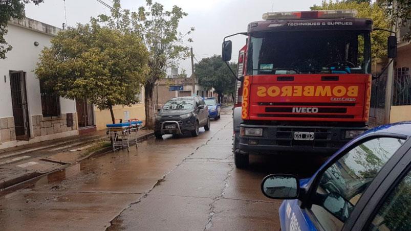 barrio-general-urquiza-pozo-accidente-mujer-bomberos