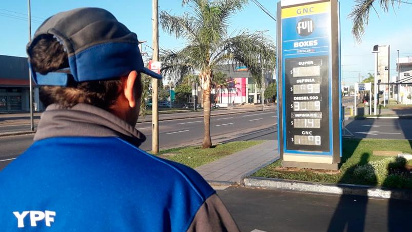 YPF bajará hasta un 3,2% el precio de las naftas