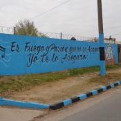 """""""Piratas de los Buenos"""", escribieron los hinchas en la casa a donde vivió Rodrigo."""