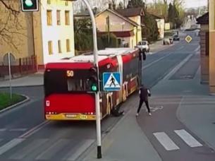 broma polonia accidente colectivo camara seguridad video